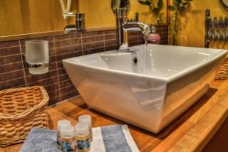 standard room iro suites bathroom